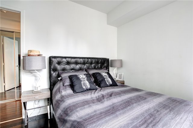 Condo Apartment at 15 Grenville St, Unit 603, Toronto, Ontario. Image 2