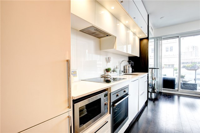 Condo Apartment at 15 Grenville St, Unit 603, Toronto, Ontario. Image 3