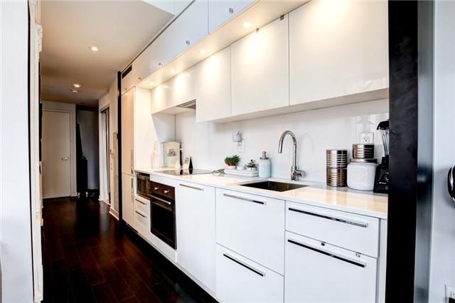Condo Apartment at 15 Grenville St, Unit 603, Toronto, Ontario. Image 4