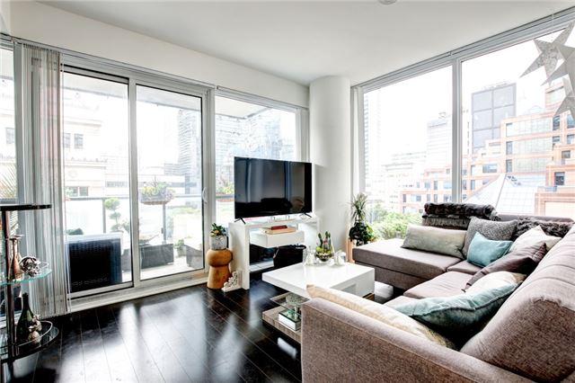 Condo Apartment at 15 Grenville St, Unit 603, Toronto, Ontario. Image 6