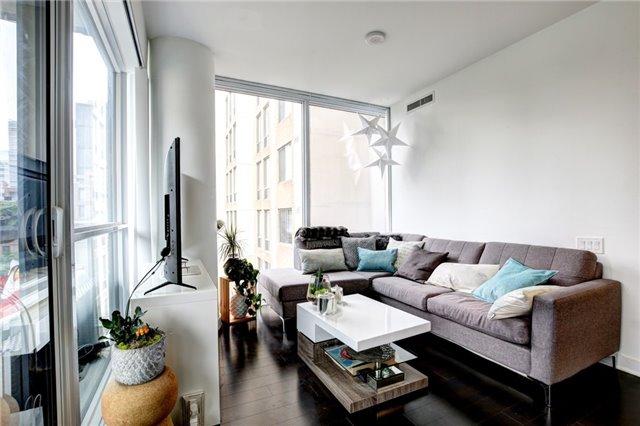 Condo Apartment at 15 Grenville St, Unit 603, Toronto, Ontario. Image 7