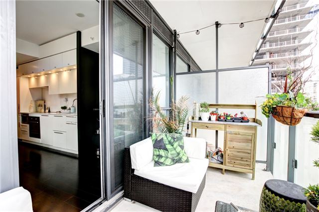 Condo Apartment at 15 Grenville St, Unit 603, Toronto, Ontario. Image 9