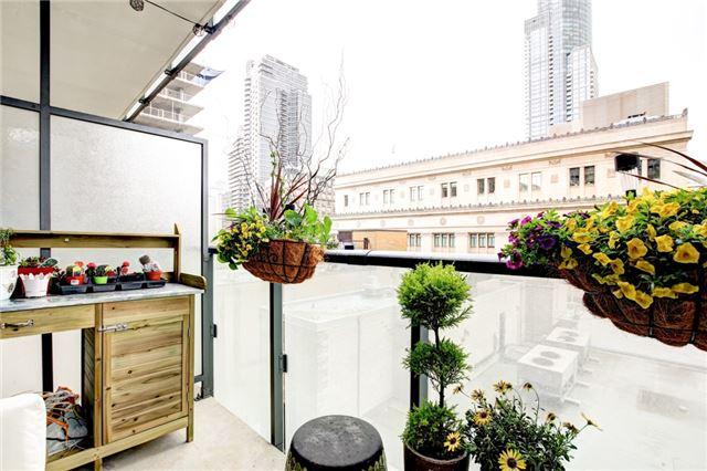 Condo Apartment at 15 Grenville St, Unit 603, Toronto, Ontario. Image 10