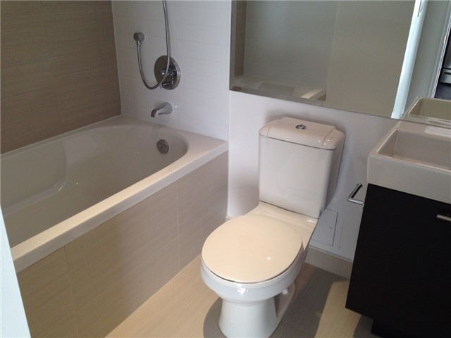 Condo Apartment at 386 Yonge St, Unit 4613, Toronto, Ontario. Image 14