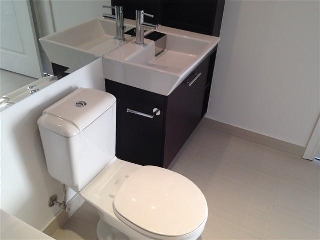 Condo Apartment at 386 Yonge St, Unit 4613, Toronto, Ontario. Image 16