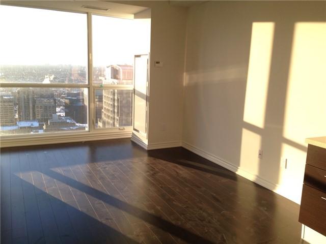 Condo Apartment at 386 Yonge St, Unit 4613, Toronto, Ontario. Image 3