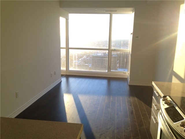Condo Apartment at 386 Yonge St, Unit 4613, Toronto, Ontario. Image 9