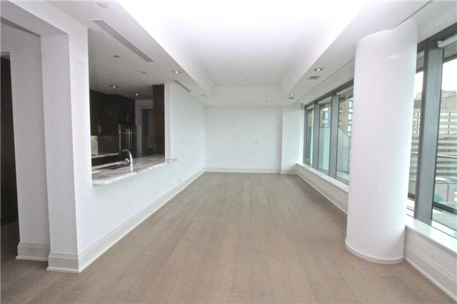 Condo Apartment at 77 Charles St W, Unit 904, Toronto, Ontario. Image 11