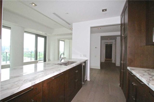 Condo Apartment at 77 Charles St W, Unit 904, Toronto, Ontario. Image 16