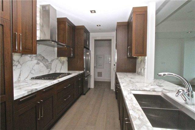 Condo Apartment at 77 Charles St W, Unit 904, Toronto, Ontario. Image 2