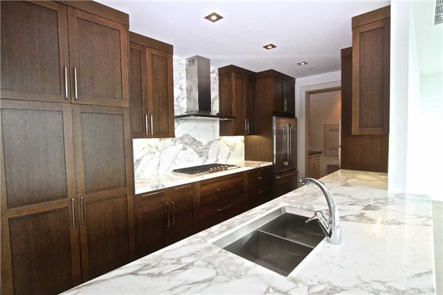 Condo Apartment at 77 Charles St W, Unit 904, Toronto, Ontario. Image 3