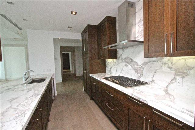 Condo Apartment at 77 Charles St W, Unit 904, Toronto, Ontario. Image 4
