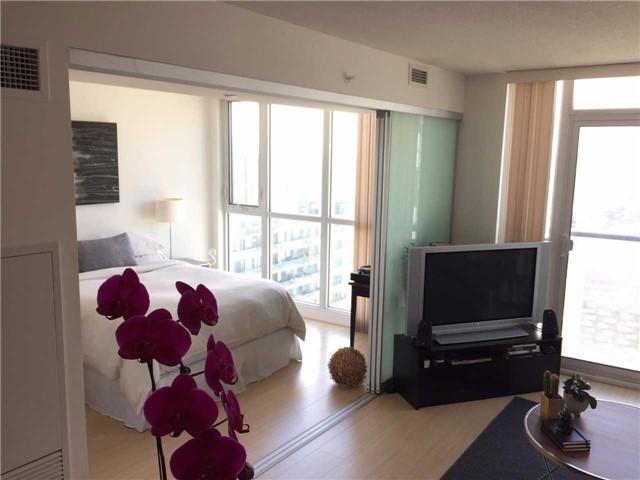 Condo Apartment at 85 Queens Wharf Rd, Unit 4010, Toronto, Ontario. Image 12