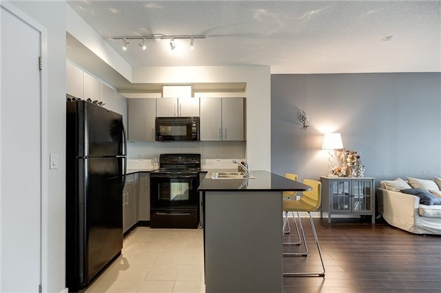 Condo Apartment at 12 Yonge St, Unit 2201, Toronto, Ontario. Image 14