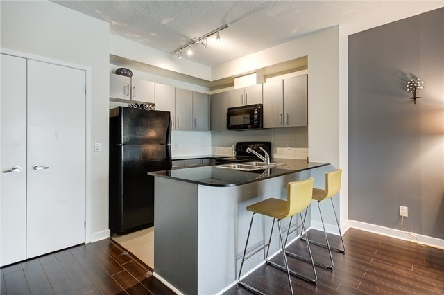 Condo Apartment at 12 Yonge St, Unit 2201, Toronto, Ontario. Image 15