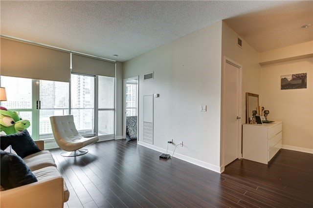 Condo Apartment at 12 Yonge St, Unit 2201, Toronto, Ontario. Image 2