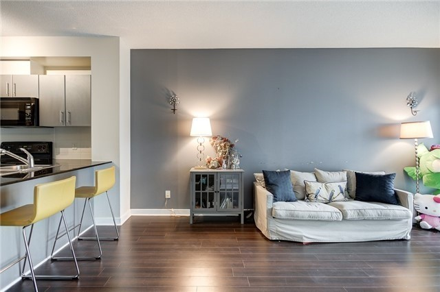 Condo Apartment at 12 Yonge St, Unit 2201, Toronto, Ontario. Image 3