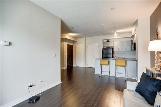 Condo Apartment at 12 Yonge St, Unit 2201, Toronto, Ontario. Image 4