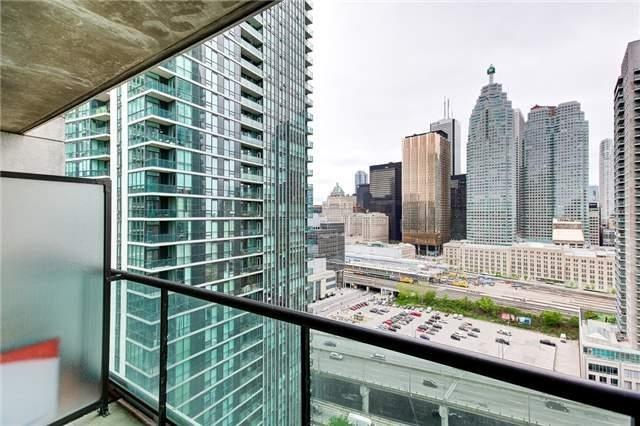 Condo Apartment at 12 Yonge St, Unit 2201, Toronto, Ontario. Image 7