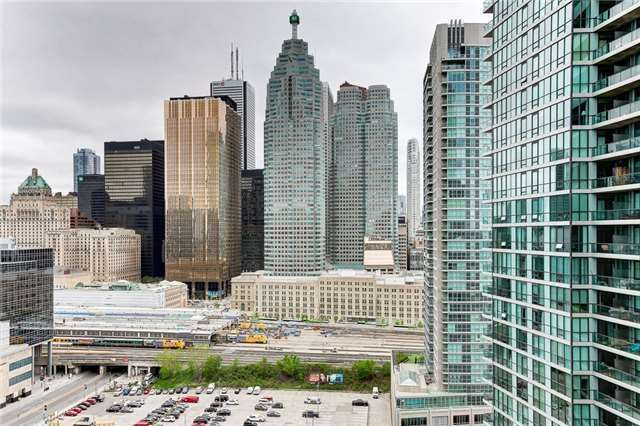 Condo Apartment at 12 Yonge St, Unit 2201, Toronto, Ontario. Image 8