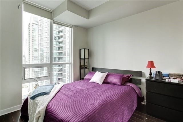 Condo Apartment at 12 Yonge St, Unit 2201, Toronto, Ontario. Image 9
