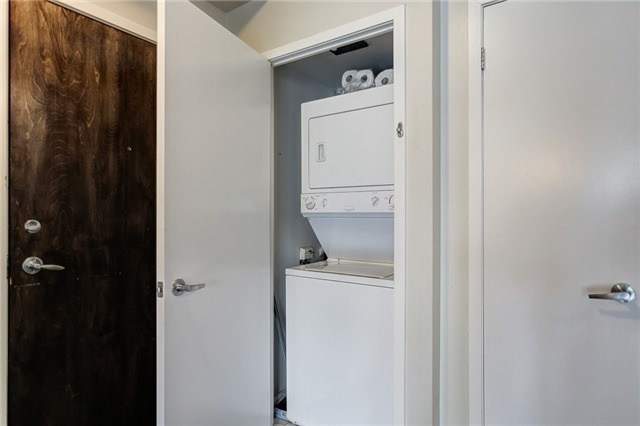 Condo Apartment at 12 Yonge St, Unit 2201, Toronto, Ontario. Image 13