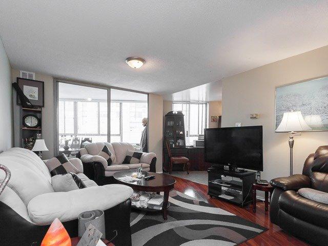 Condo Apartment at 260 Queens Quay W, Unit 505, Toronto, Ontario. Image 15