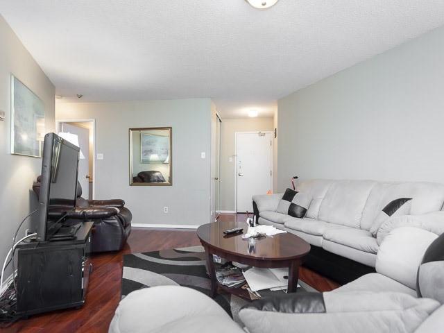 Condo Apartment at 260 Queens Quay W, Unit 505, Toronto, Ontario. Image 17