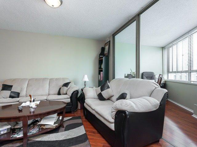 Condo Apartment at 260 Queens Quay W, Unit 505, Toronto, Ontario. Image 18