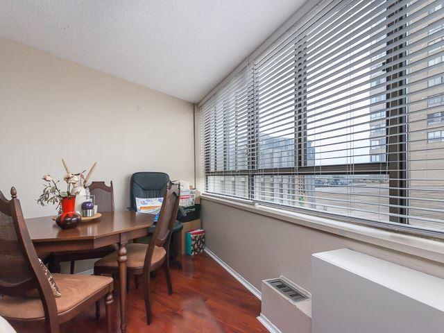 Condo Apartment at 260 Queens Quay W, Unit 505, Toronto, Ontario. Image 20