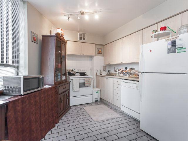 Condo Apartment at 260 Queens Quay W, Unit 505, Toronto, Ontario. Image 2
