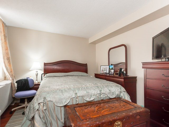 Condo Apartment at 260 Queens Quay W, Unit 505, Toronto, Ontario. Image 4