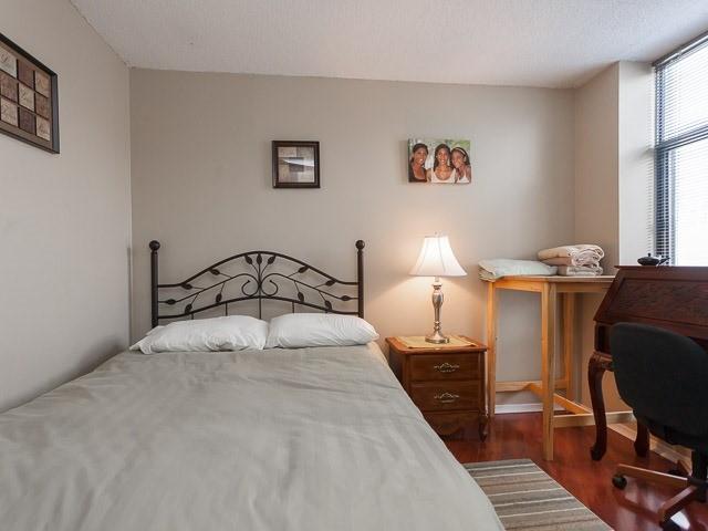 Condo Apartment at 260 Queens Quay W, Unit 505, Toronto, Ontario. Image 5