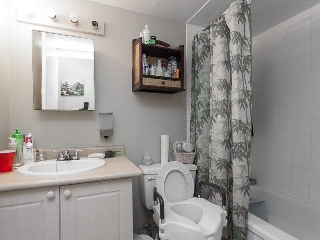 Condo Apartment at 260 Queens Quay W, Unit 505, Toronto, Ontario. Image 7