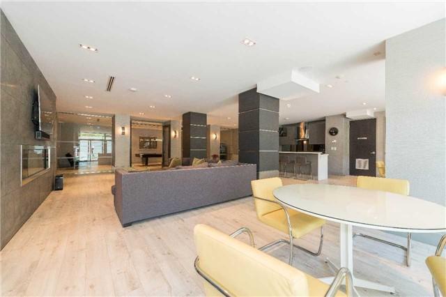 Condo Apartment at 399 Adelaide St W, Unit 704, Toronto, Ontario. Image 14