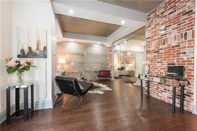 Condo Apartment at 399 Adelaide St W, Unit 704, Toronto, Ontario. Image 16