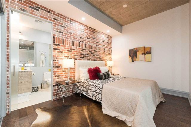 Condo Apartment at 399 Adelaide St W, Unit 704, Toronto, Ontario. Image 5