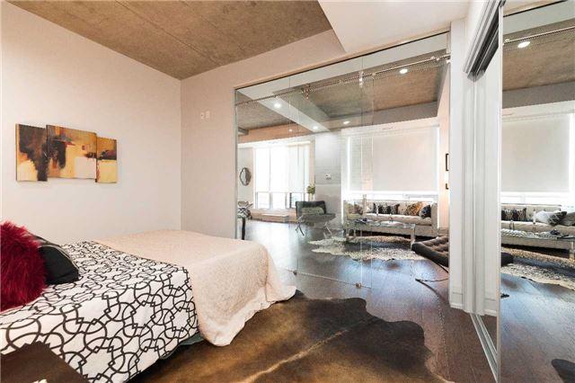 Condo Apartment at 399 Adelaide St W, Unit 704, Toronto, Ontario. Image 6