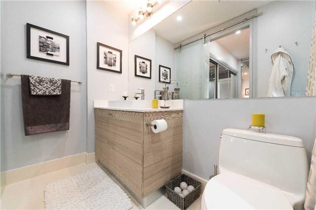 Condo Apartment at 399 Adelaide St W, Unit 704, Toronto, Ontario. Image 8
