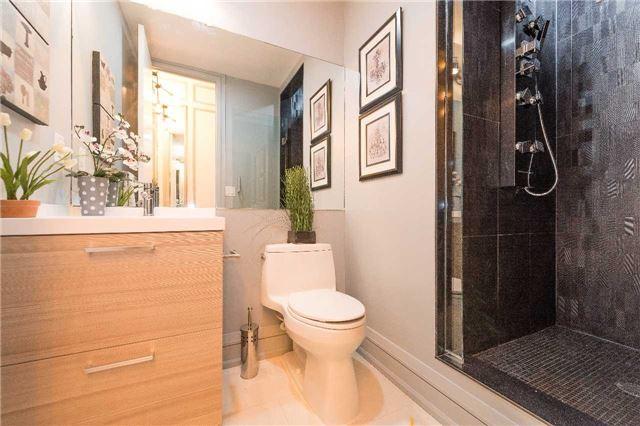 Condo Apartment at 399 Adelaide St W, Unit 704, Toronto, Ontario. Image 9