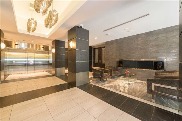 Condo Apartment at 399 Adelaide St W, Unit 704, Toronto, Ontario. Image 11