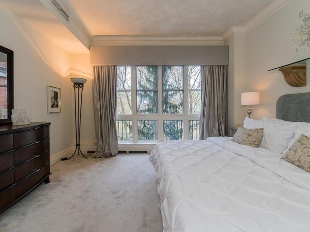 Condo Apartment at 1 Chedington Pl, Unit 4B, Toronto, Ontario. Image 4
