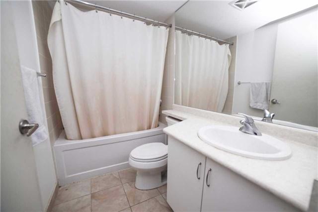 Condo Apartment at 209 Fort York Blvd, Unit 1470, Toronto, Ontario. Image 17
