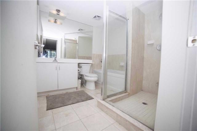 Condo Apartment at 209 Fort York Blvd, Unit 1470, Toronto, Ontario. Image 20