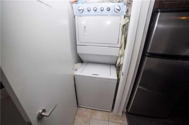 Condo Apartment at 209 Fort York Blvd, Unit 1470, Toronto, Ontario. Image 2
