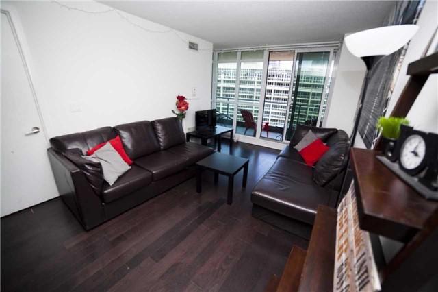 Condo Apartment at 209 Fort York Blvd, Unit 1470, Toronto, Ontario. Image 7