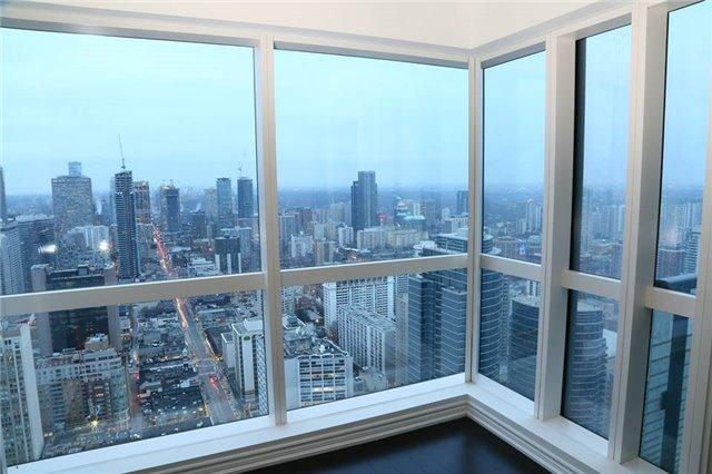 Condo Apartment at 386 Yonge St, Unit 4801, Toronto, Ontario. Image 1