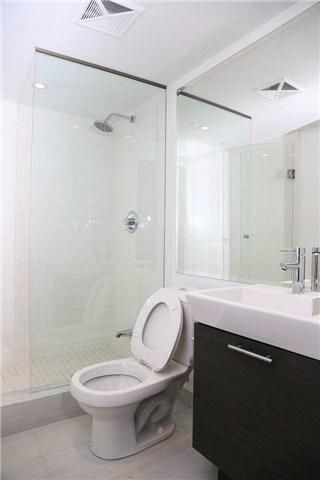 Condo Apartment at 386 Yonge St, Unit 4801, Toronto, Ontario. Image 2