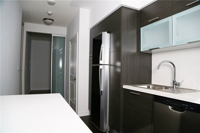 Condo Apartment at 386 Yonge St, Unit 4801, Toronto, Ontario. Image 3