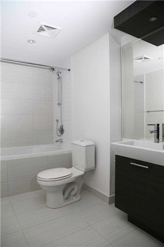Condo Apartment at 386 Yonge St, Unit 4801, Toronto, Ontario. Image 4